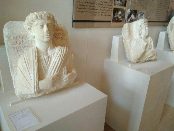 Всего в экспозиции - около 500 экспонатов.