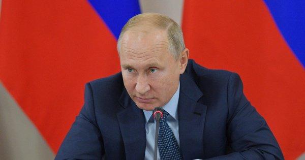 Президент России поприветствовал послов 23 государств.