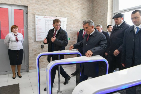 Рустам Минниханов осмотрел одну из челнинских школ.
