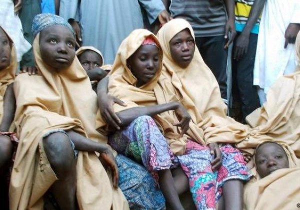 """Нигерийские военные спасли сотни детей из плена """"Боко Харам""""."""