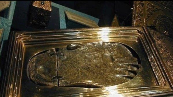 Тапочки Пророка Мухаммада (мир ему), которые были украдены более 15 лет назад (ФОТО)