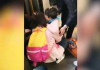 В Китае девочка провалилась под поезд на глазах у матери