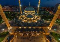 """Мечеть """"Сердце Чечни"""" отмечает 10-летие"""
