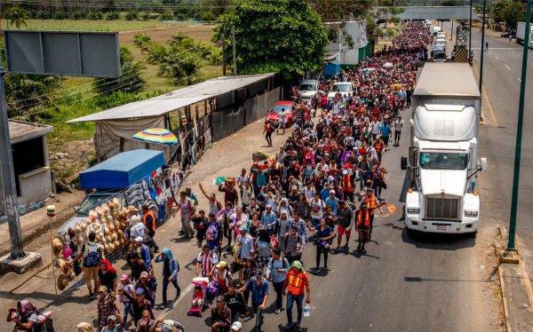 4 тысячи мигрантов уже в ближайшее время могут подойти к границам США.