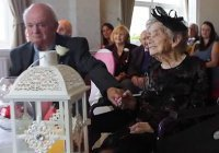 В Великобритании 100-летняя невеста вышла замуж