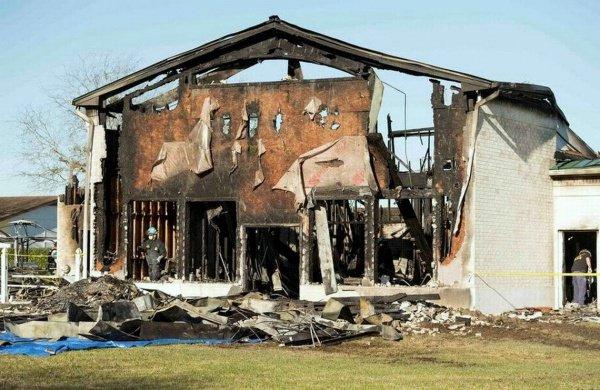 В результате пожара мечеть выгорела полностью.
