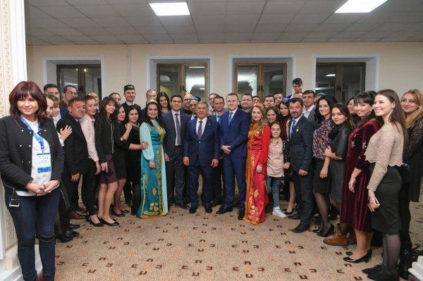 Президент Татарстана с представителями татарской диаспоры Узбекистана.