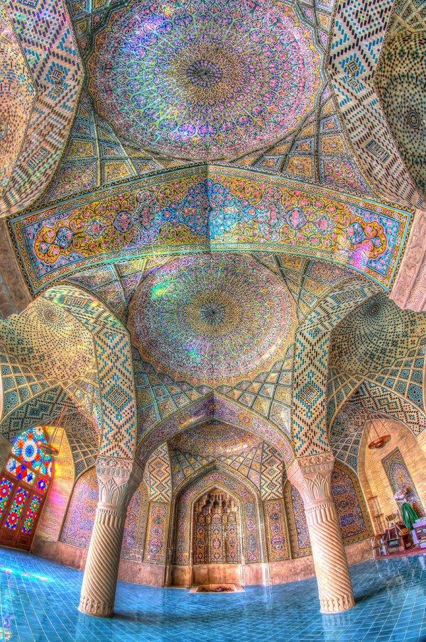 Завораживающие потолки Розовой мечети в Ширазе (ФОТО)