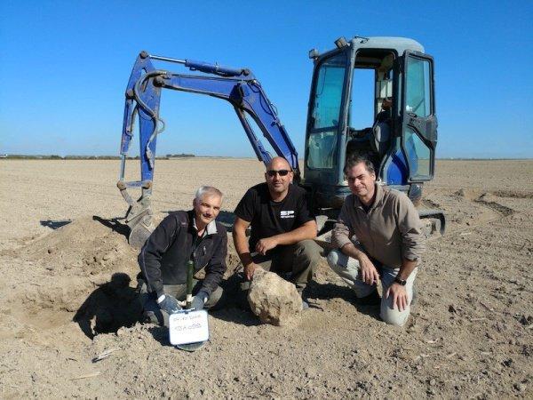 Метеорит извлекли из другого небесного тела весом больше 7 тонн, залегавшего на глубине свыше метра под землей