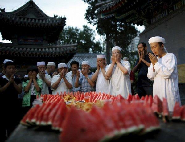 СМИ: мусульманам Китая запретили покупать сахар