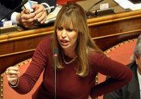Внучка Муссолини пригрозила засудить всех, кто оскорбит ее деда