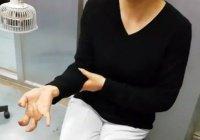 В Китае из-за смартфона у женщины перестали гнуться пальцы