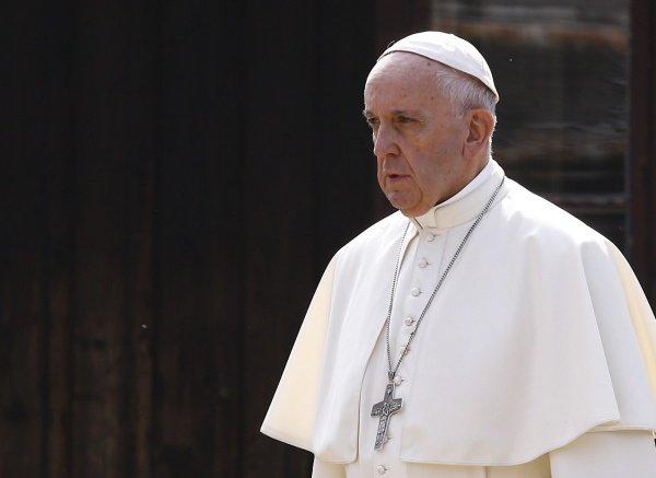Понтифик предостерег молодежь от увлечения популизмом.