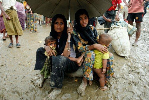 В Ракхайне продолжают оставаться около 400 тысяч мусульман-рохинджа.