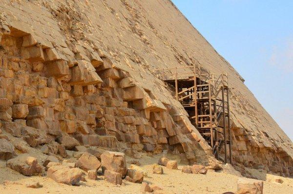 Ученые нашли вероятный способ строительства древнеегипетских пирамид.