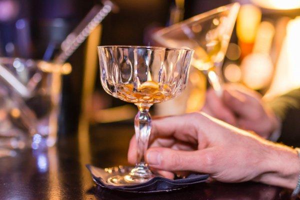 При этом потребление алкогольных напитков связано с 10% смертности в глобальном измерении