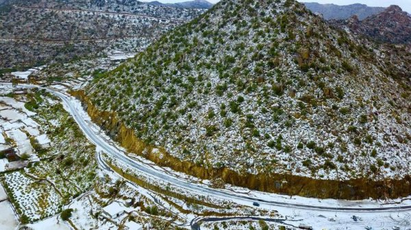 В Саудовской Аравии выпал снег