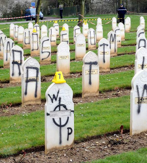В Германии расследуют погром на мусульманском кладбище