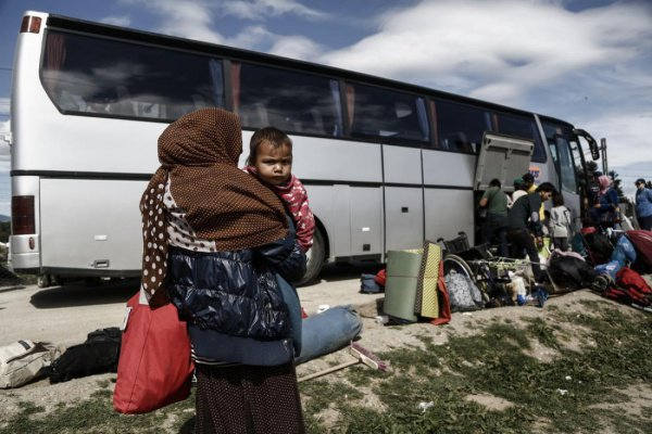 В Греции раскрыли группу, перевозившую нелегальных мигрантов.