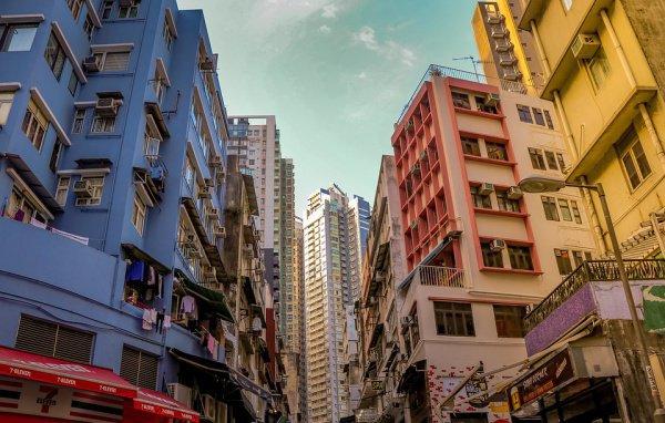 о словам аналитиков, первое место в 2018 году в перечне заняла Козуэй-Бей, находящаяся на северном побережье Гонконга