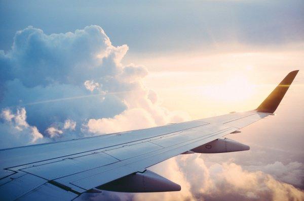 На второй позиции рейтинга расположился самолет: 38% опрошенных считают его наиболее опасным для жизни