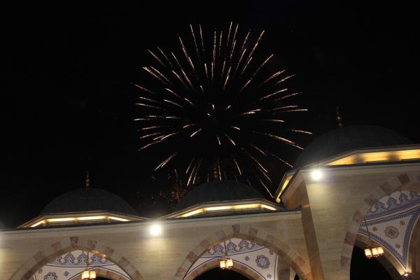 Мусульмане отмечают день рождения Пророка Мухаммада.