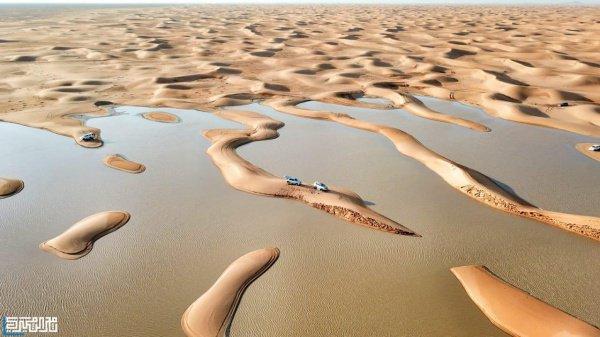 Таких фото вы еще не видели: лодки посреди пустыни