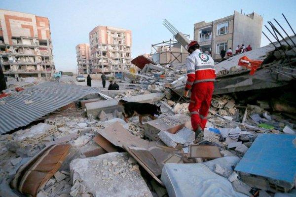 В Иране и Ираке продолжают устранять последствия землетрясения.