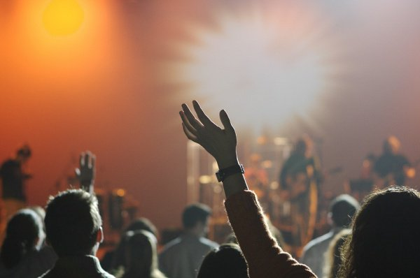 Человеческая кожа чувствительна к музыке через колебания и изменения амплитуды
