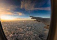 В США самолет стал разваливаться прямо в небе (ВИДЕО)