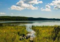 Река в Челябинске окрасилась в кислотно-зеленый цвет (ВИДЕО)
