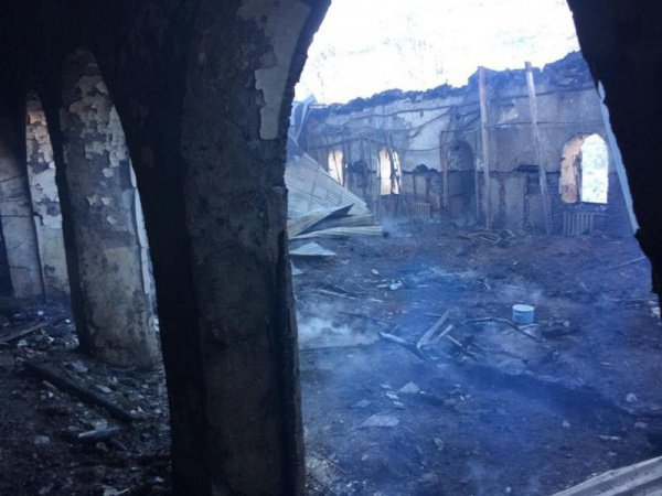 Причины пожара в мечети пока не установлены.