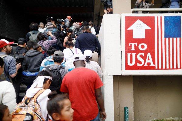 Сотням нелегалов удалось проникнуть в США.