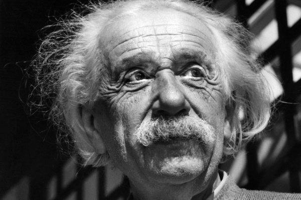 Рассуждения Эйнштейна о Боге оценили в 3 млн долларов.