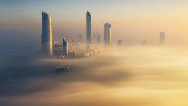 Туман спровоцировал задержки с прибытием утренних авиарейсов в международные аэропорты Абу-Даби и Дубая