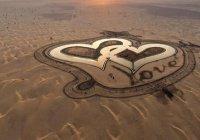 Это стоит увидеть: в Дубае появилось озеро в форме двух сердец