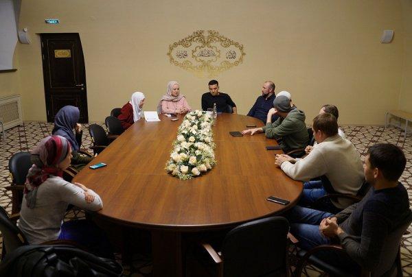 Заседание мусульманского дискуссионного клуба.