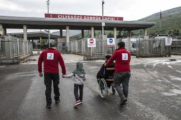 При этом протезами ребенка из Сирии обеспечил Турецкий Красный Полумесяц