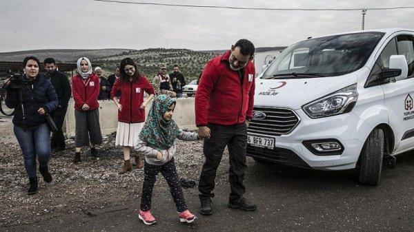 После курса лечения вместе с отцом Али Мери она вернулась в лагерь беженцев «Сер-Джебле» в Сирии