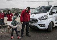 Безногая девочка на протезах вернулась в Сирию (ФОТО)
