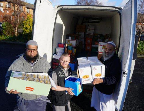 В британском Блэкберне в минувшее воскресенье прошла кампания по сбору продуктов питания к Рождеству