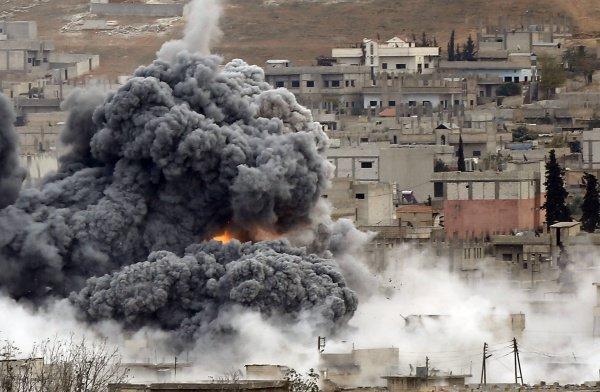 Авиаудар коалиции США полностью разрушил мечеть.