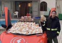 В Гонконге миллионер осыпал бедных деньгами и ему грозит тюрьма (ВИДЕО)
