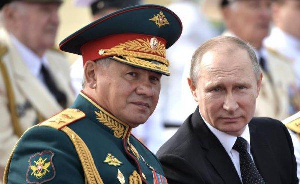 Владимир Путин и министр обороны РФ Сергей Шойгу.