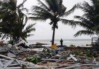 В Индонезии мощный цунами унес жизни более 280 человек