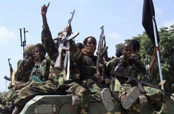Сомалийские джихадисты объявили войну ИГИЛ.