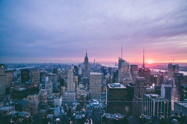 Сейчас среди жителей Нью-Йорка 48% относятся к среднему классу
