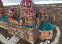 Мусульманин восстанавливает православный храм