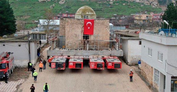 В Турции переместили здание мечети.