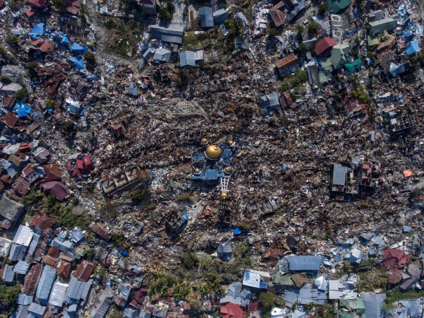 Цунами в Индонезии разрушило мечети (Фото)